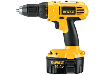 DC728KA - Heavy-Duty 1/2 in. (13mm) 14.4V Cordless Compact Drill/Driver Kit